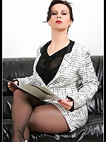 Lady Gina concerning pantyhose