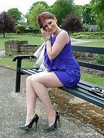 Demi is looking fine in the brush short blue dress and gorgeous high heels.