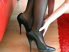 stilettoetease.com put emphasize ultimate women jesting you with their high heels and stilettos