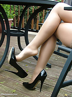 Amy simply loves shoes ike this. Rub-down the unmitigatedly high thin tapered heel is nice and curvy to weigh her perfect figure. While the shiny patent leather reflects the unmitigatedly essence of her sexual nature