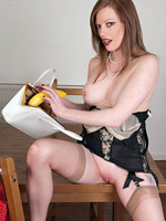 Nylons lineaments rehead vixen, having a banana!