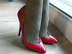 stilettoetease.com dramatize expunge ultimate women teasing you with their high heels and stilettos