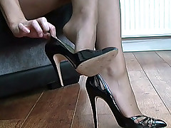 stilettoetease.com the ultimate women jesting you with their high heels and stilettos