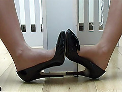 stilettoetease.com the ultimate women teasing you with their high heels added to stilettos