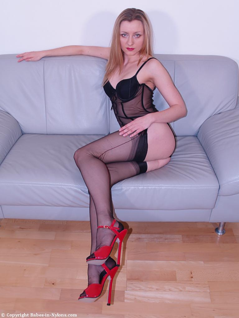 mature legs and barefeet spread dildo sex