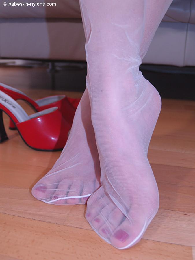 Heel nylons thumb
